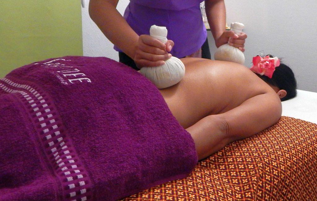 Thaimassage Herrenberg Kräuterstempel Massage